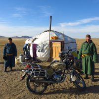 voyage-moto-mongolie-yourte-mongole-motards-monsieur-pingouin